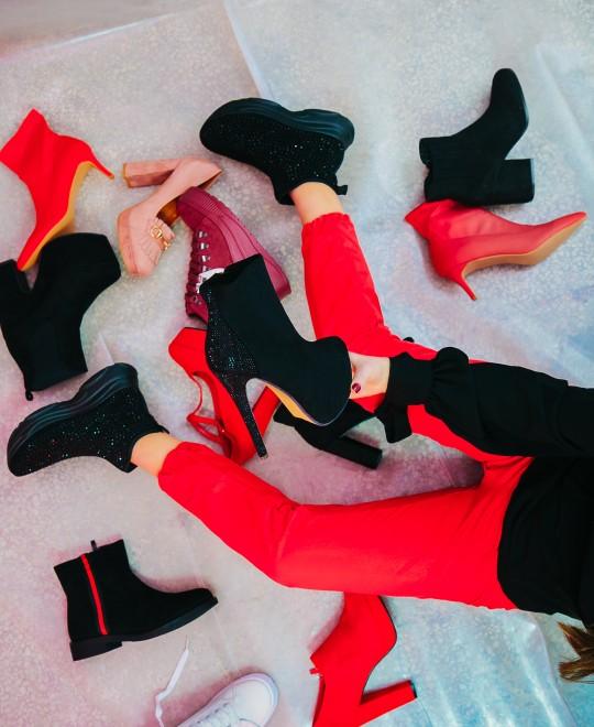 Γυναικεία παπούτσια σε κόκκινες και μάυρες αποχρώσεις από τα Olympic Stores