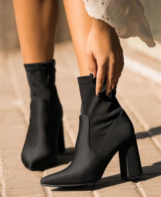 Μαύρα μποτάκια κάλτσα με τακούνι