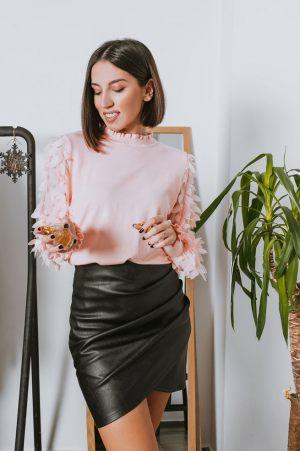Μπλούζα με balloon μανίκια και mini δερματίνη φούστα