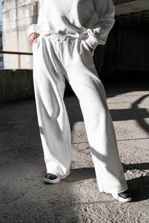Λευκή φόρμα με παντελόνι καμπάνα