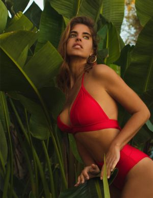 Ψηλόμεσο κόκκινο bikini τριγωνάκι